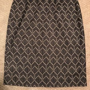 Beautiful patterned pencil skirt!